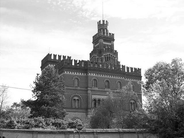 800px-2012-04-25_Crespi_dAdda_villa-castello