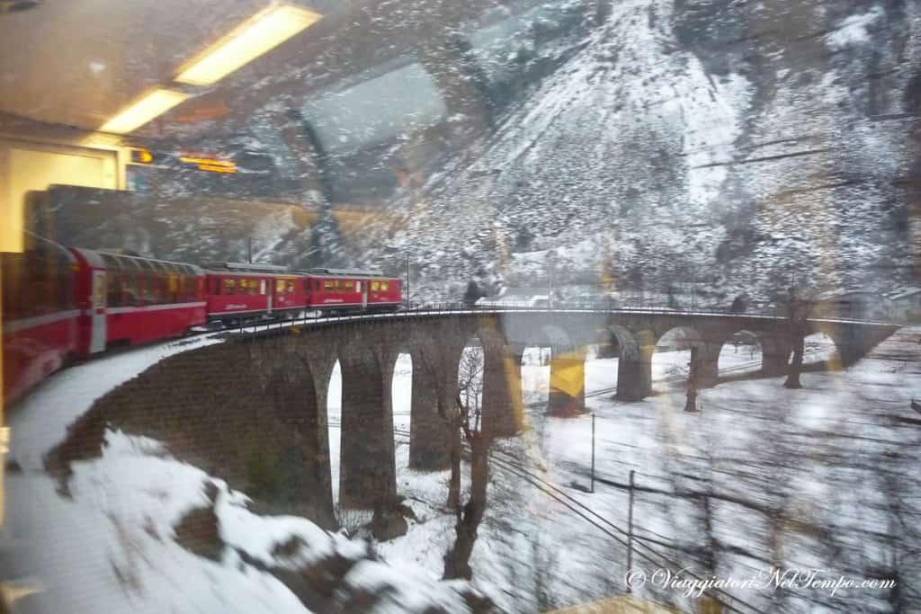 il viadotto di forma elicoidale ed il trenino del Bernina