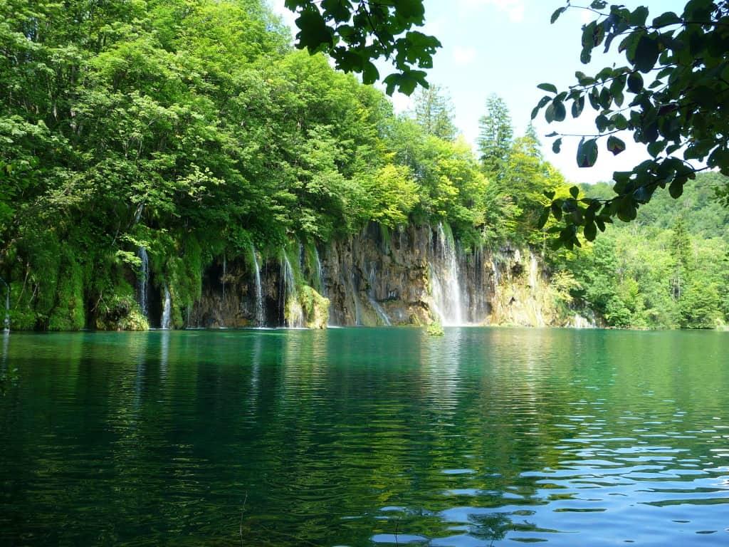 Visita al parco naturale dei laghi di plitvice in croazia for Disegni di laghi