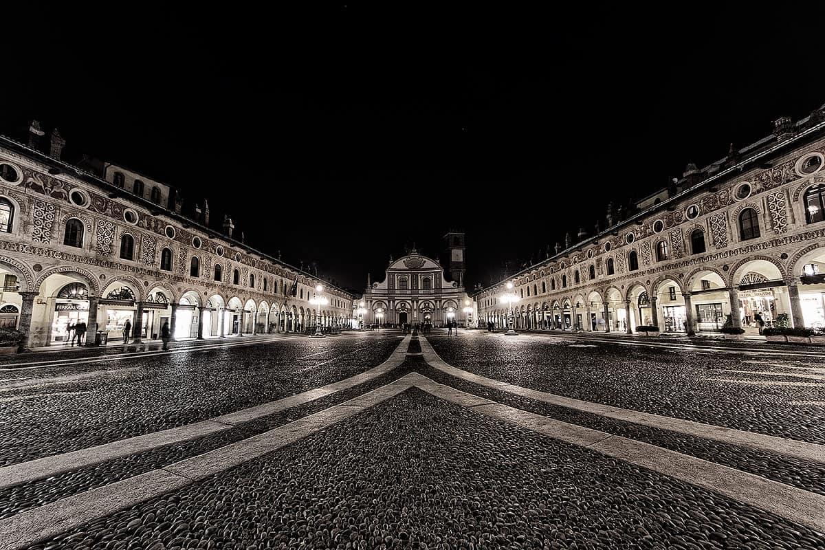 vigevano piazza più bella italia ducale viaggiatori