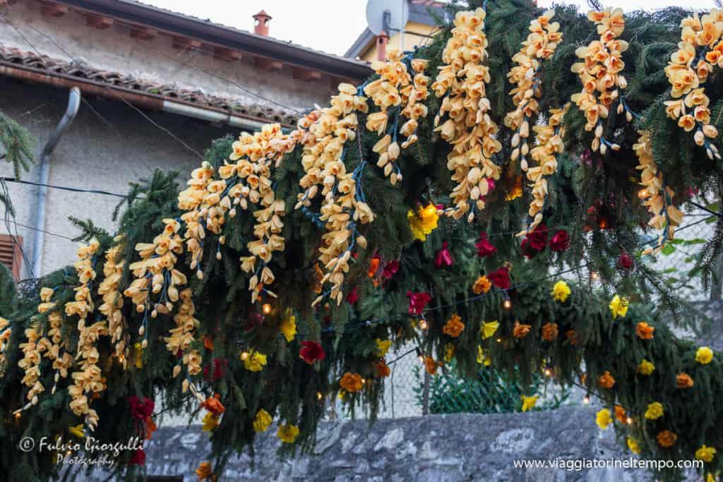 Monte Isola festa fiori S.Croce