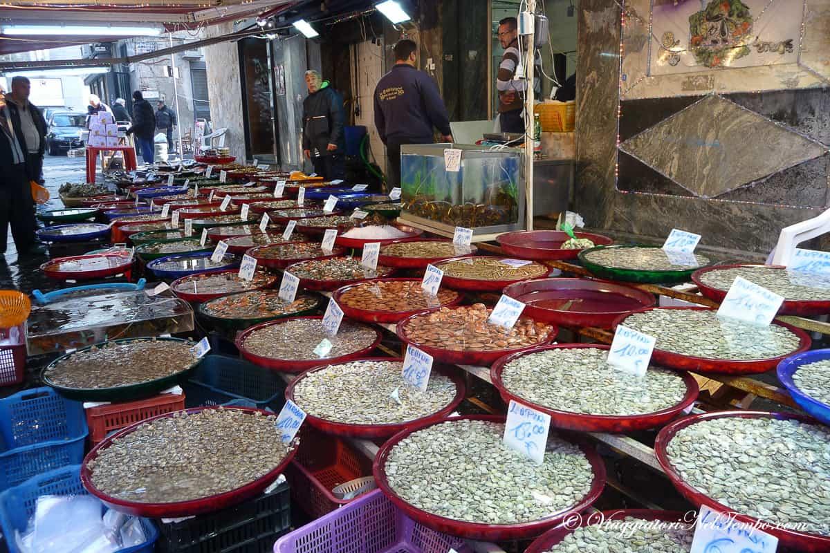 Napoli in 2 giorni itinerario e consigli su cosa fare e - Mercato di porta nolana ...