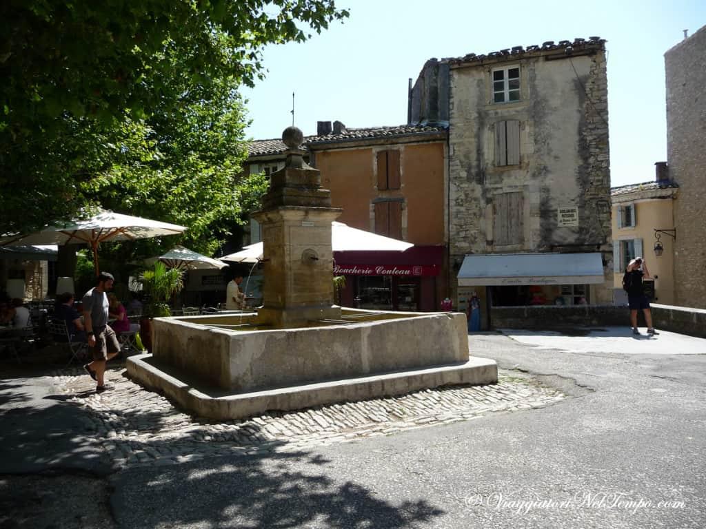 Provenza - Gordes - piazza