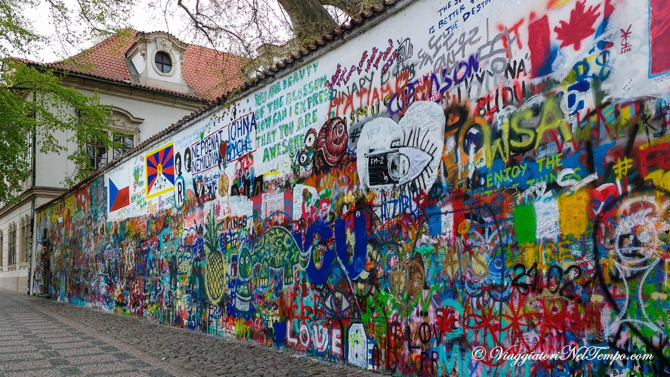 Street art praga alla scoperta di graffiti e murales for Immagini di murales e graffiti