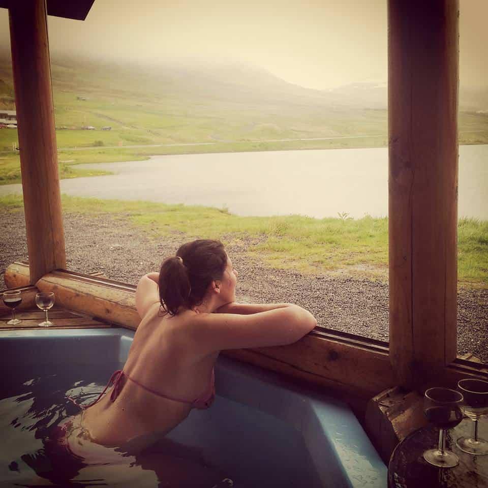 Brimnes Bungalows - guardando i fiordi dalla vasca nel patio